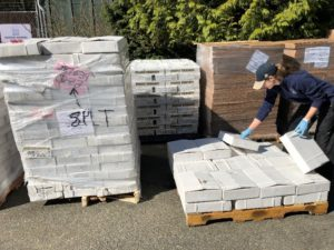 keeper unloading boxes